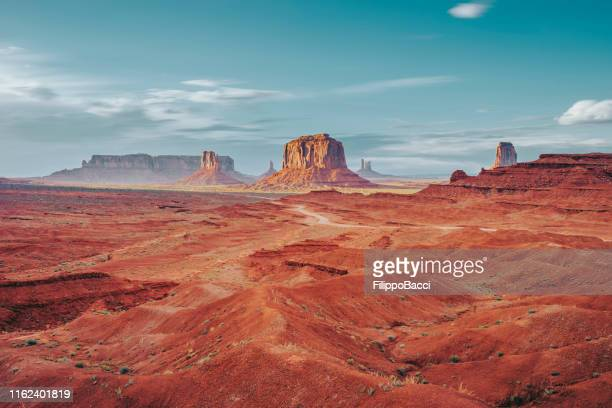 monument valley during a sunny day - horizontal stock pictures, royalty-free photos & images