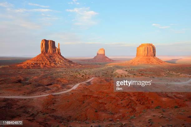 ナバホ郡のモニュメントバレー、部族公園、アリゾナ州 - ナバホ文化 ストックフォトと画像