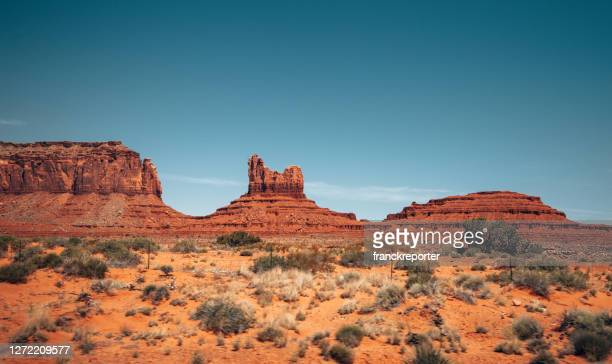 monument valley landscape - rock formation stock pictures, royalty-free photos & images