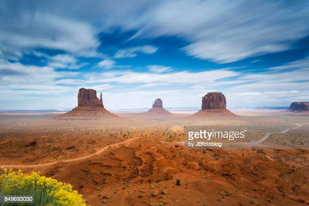 monument valley, lunga esposizione - monument valley tribal park stock photos and pictures
