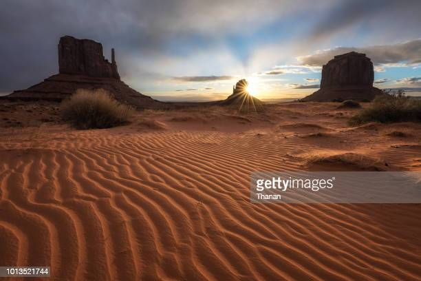 monument valley - navajo kultur stock-fotos und bilder