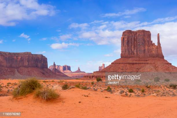 monument valley - arizona desert stock pictures, royalty-free photos & images