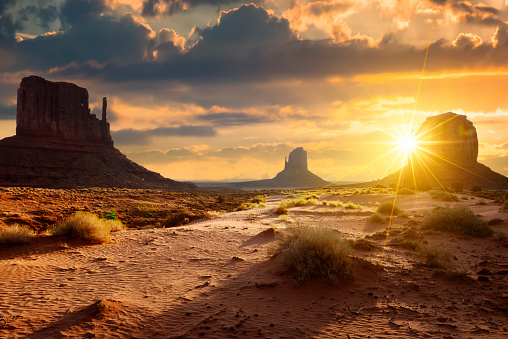 Monument Valley 512805690
