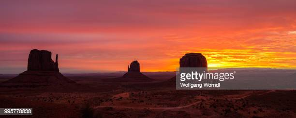 monument valley sunrise - wolfgang wörndl stock pictures, royalty-free photos & images