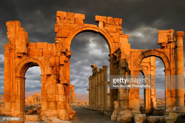 monumental arch of palmyra, syria - unesco stock pictures, royalty-free photos & images