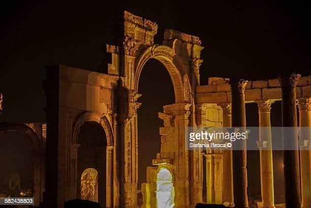 monumental arch, ruins of palmyra. - cité de l'architecture et du patrimoine photos et images de collection