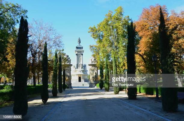 monumento a alfonso xii. jardines de el buen retiro, madrid - alfonso fierro fotografías e imágenes de stock