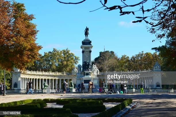monumento a alfonso xii. parque de el retiro. madrid - alfonso fierro fotografías e imágenes de stock