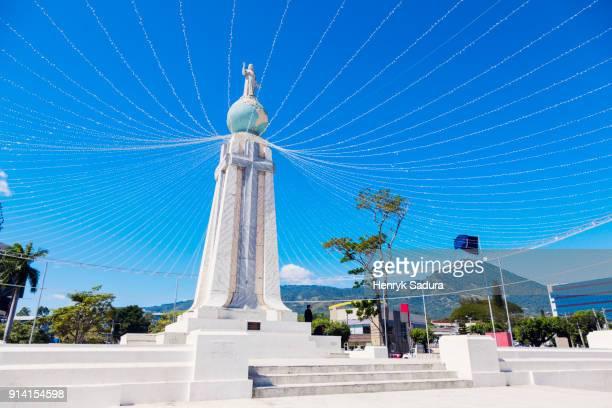 monumento al divino salvador del mundo in san salvador - san salvador fotografías e imágenes de stock
