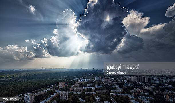 moody cloudscape over residential districts of moscow - 太陽光線 ストックフォトと画像