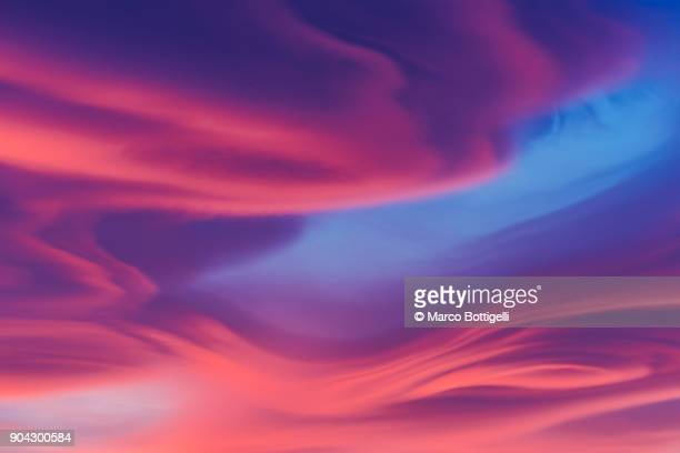 moody lenticular clouds at sunset - traumhaft stock-fotos und bilder