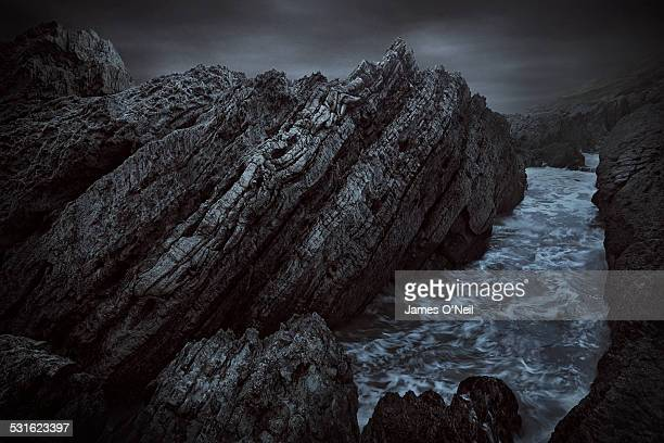 moody seascape with moving water - rock stock pictures, royalty-free photos & images