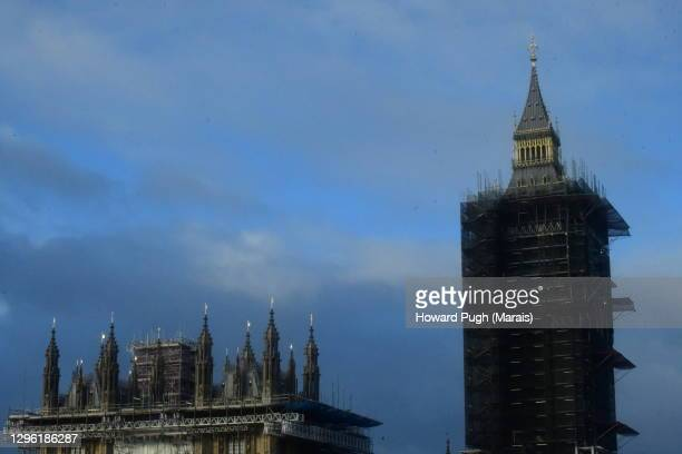 moody sky houses of parliament & big ben - howard pugh stock pictures, royalty-free photos & images