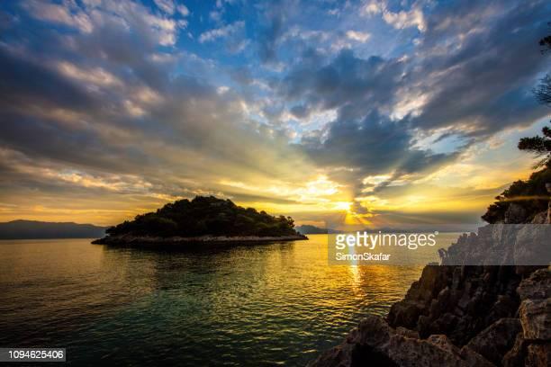 不機嫌そうな穏やかな海、peljesac 上空 - アドリア海 ストックフォトと画像