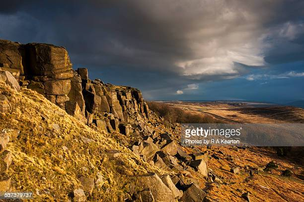 moody sky over stanage edge, peak district - escarpment stock pictures, royalty-free photos & images