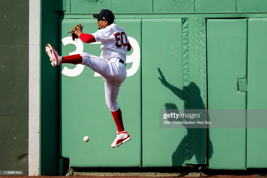 Baltimore Orioles v Boston Red Sox : News Photo