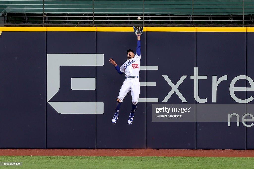 League Championship - Atlanta Braves v Los Angeles Dodgers - Game Six : News Photo