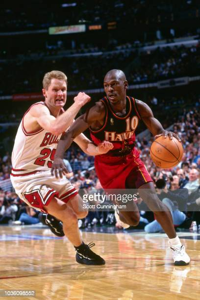 Mookie Blaylock of the Atlanta Hawks handles the ball during the game against the Chicago Bulls on May 6 1997 at the United Center in Chicago IL NOTE...