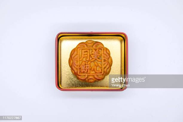 moon cake for mid-autumn festival - moon cake stock pictures, royalty-free photos & images
