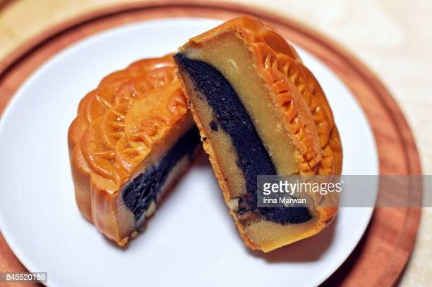 Moon Cake with Lotus & Black Sesame Paste Fillings