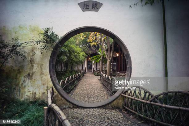 moon gate at the canglang pavillon, suzhou - vadim krisyan stock pictures, royalty-free photos & images