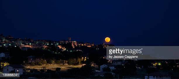 moon in sky at night - jacopo caggiano stock pictures, royalty-free photos & images