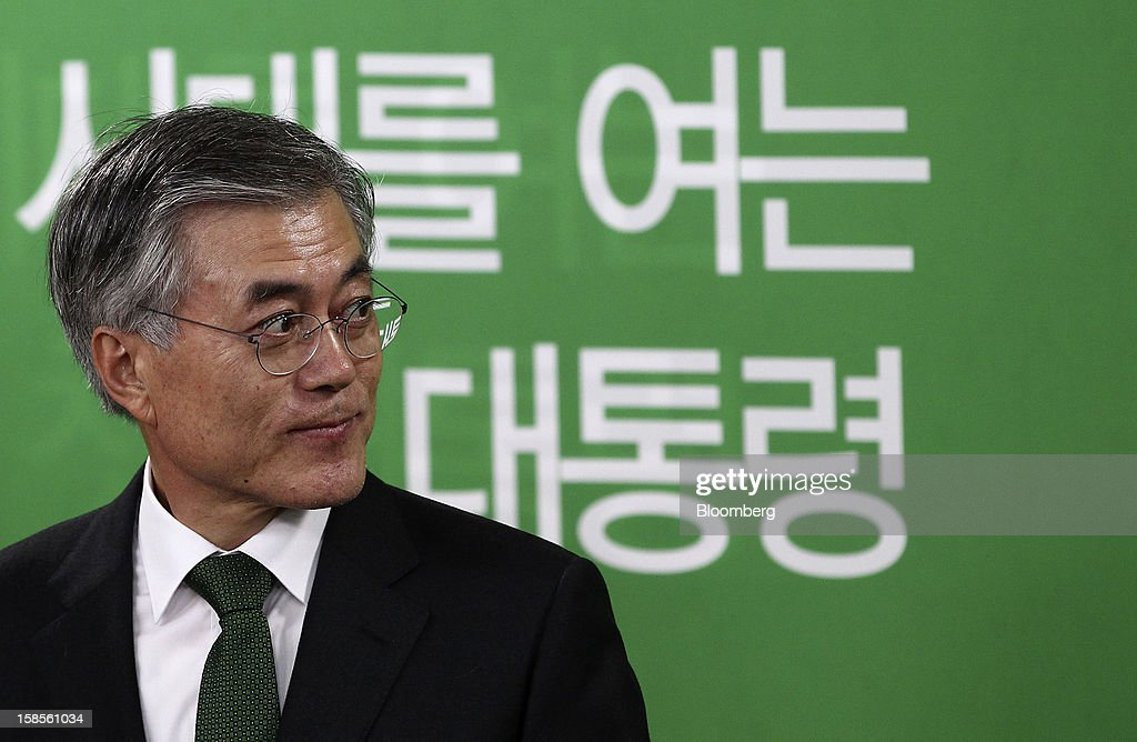 Moon Jae In, presidential candidate from the main opposition Democratic United Party, pauses during a press conference after learning Park Geun Hye, presidential candidate from the ruling New Frontier Party won the presidential election, at the party's headquarters in Seoul, South Korea, on Thursday, Dec. 20, 2012. Moon, 59, conceded defeat, saying he was sorry he couldn't fulfill the expectations of his supporters. Photographer: SeongJoon Cho/Bloomberg via Getty Images