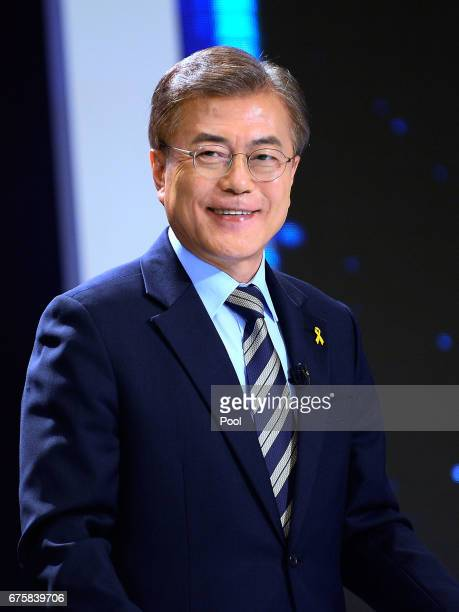 Moon Jae-in, the presidential candidate of the Democratic Party of Korea poses for photograph ahead of a televised presidential debate on May 2,...
