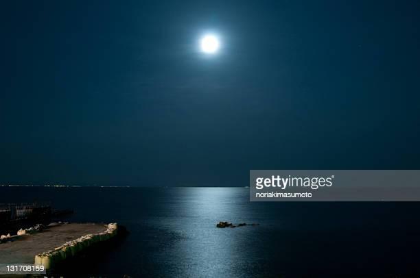 moon light - luz de la luna fotografías e imágenes de stock