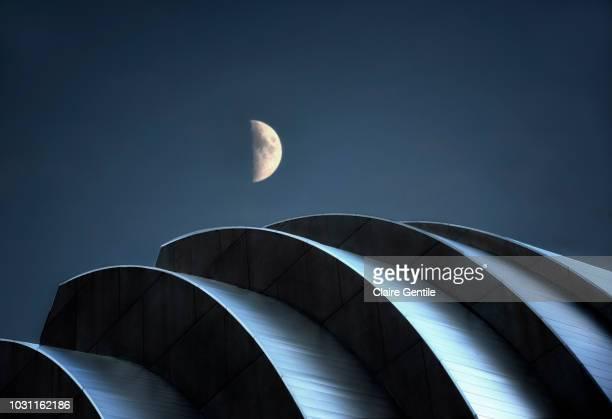 moon over the kaufmann center - kansas city missouri stock pictures, royalty-free photos & images
