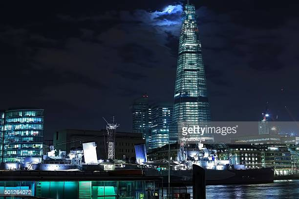 moon over the shard at night - anatoleya stock pictures, royalty-free photos & images