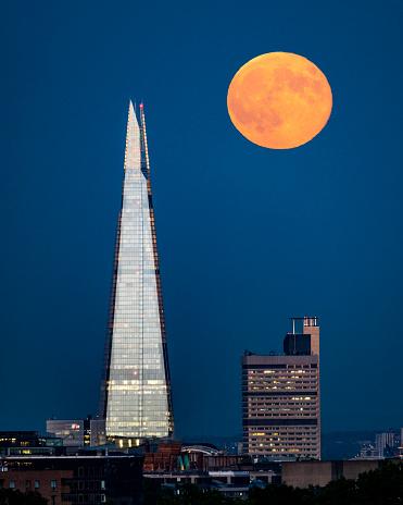 Moon Over The Shard - London - gettyimageskorea
