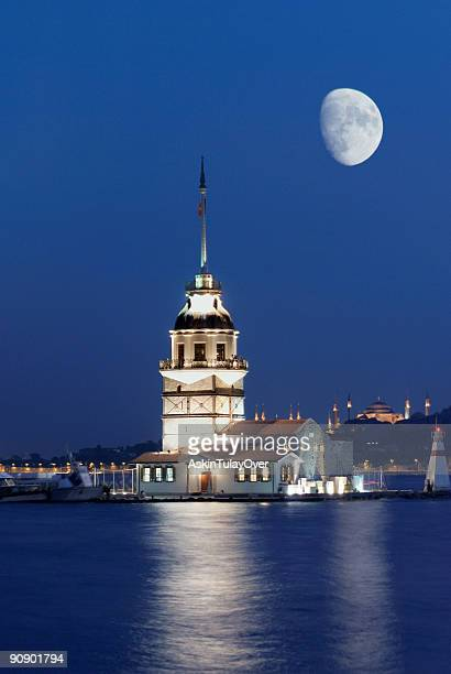 moon overlooking maiden's tower in istanbul - baku stock pictures, royalty-free photos & images