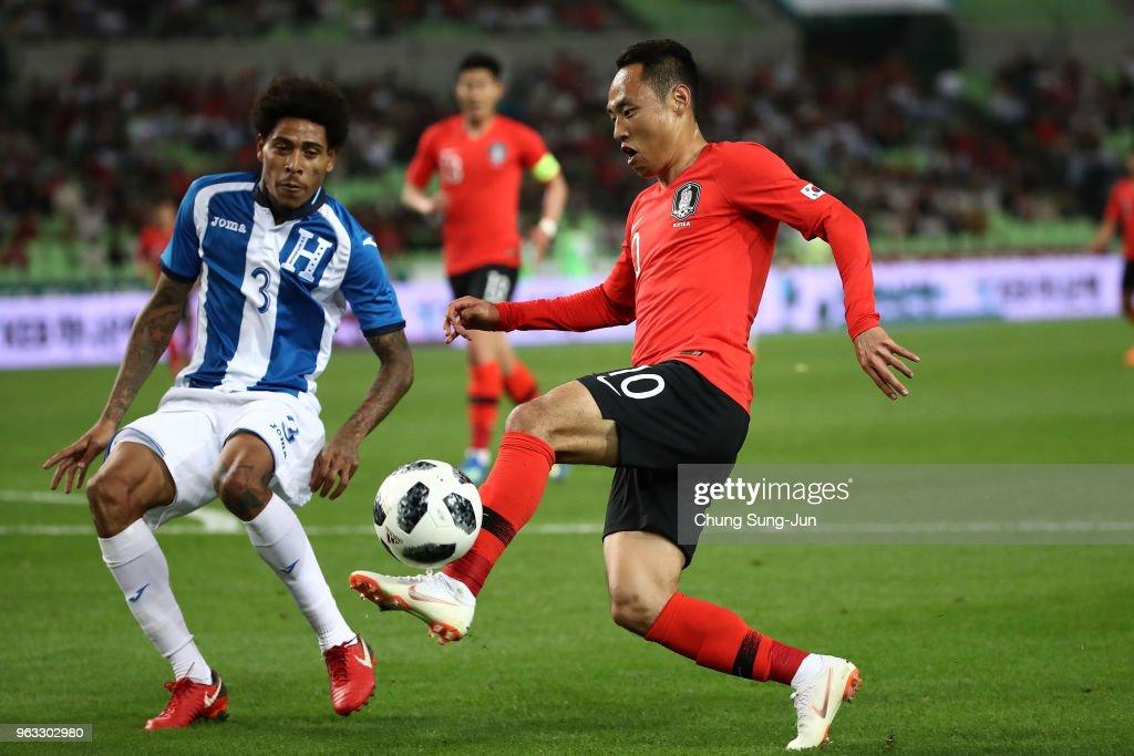 Moon Seon-Min of South Korea comtepes for the ball with Henry Figueroa of Honduras during the international friendly match between South Korea and Honduras at Daegu World Cup Stadium on May 28, 2018 in Daegu, South Korea.