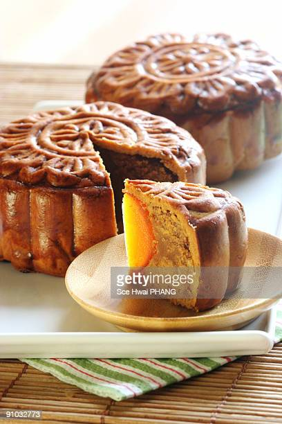 mooncake - moon cake stock pictures, royalty-free photos & images