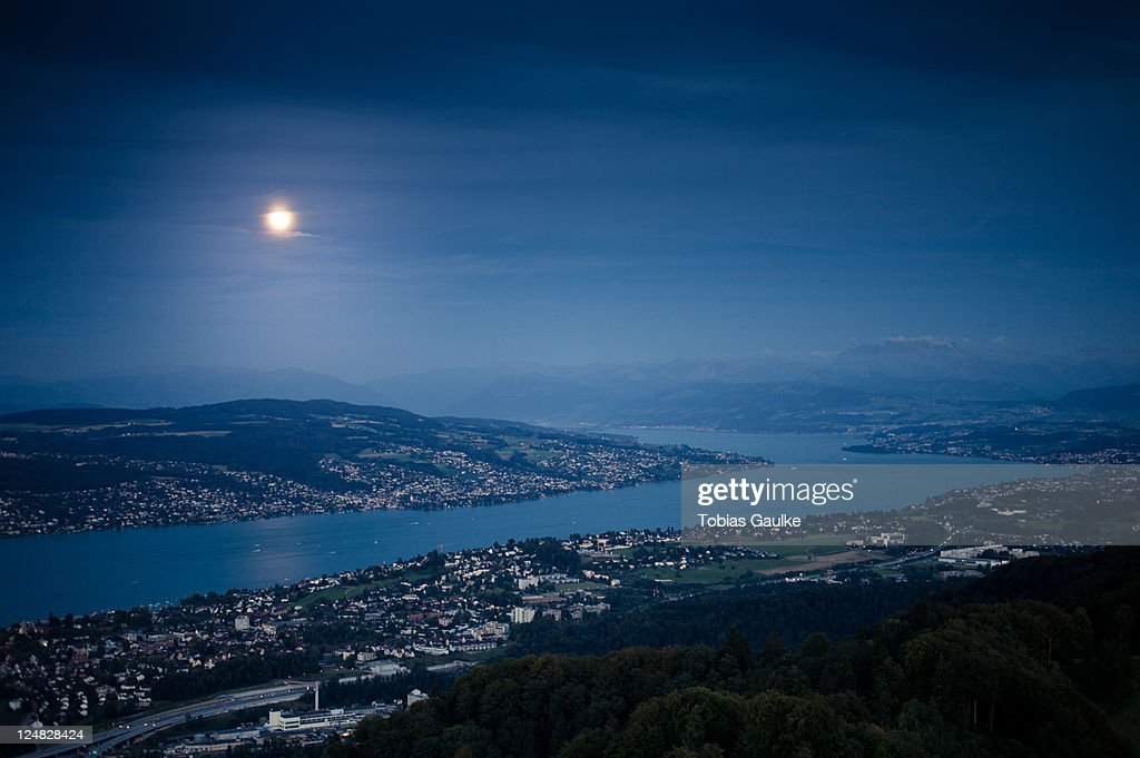 Moonlight over lake : Stock-Foto