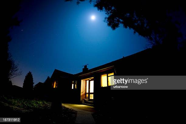 moonlit house - avondschemering stockfoto's en -beelden