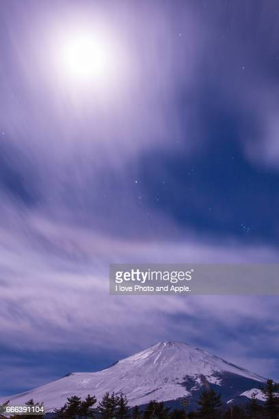 moonlit night fuji - 一月 stock pictures, royalty-free photos & images