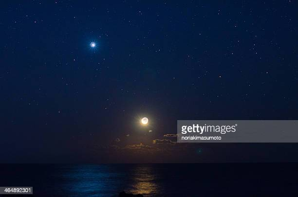 moonrise above horizon and venus - venus planet stock pictures, royalty-free photos & images