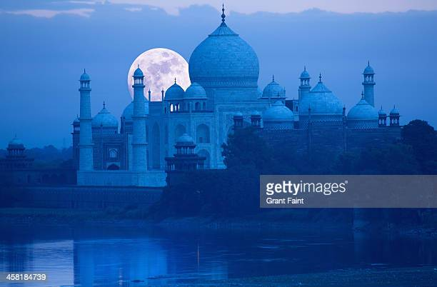 Moonrise at Taj Mahal