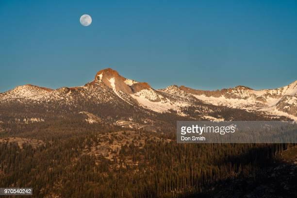 moonrise over mt. clark - don smith ストックフォトと画像