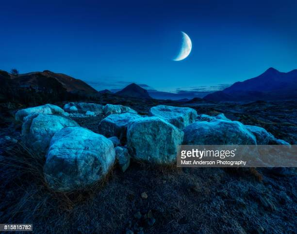moonrise over sligachan isle of skye scotland - semicírculo - fotografias e filmes do acervo