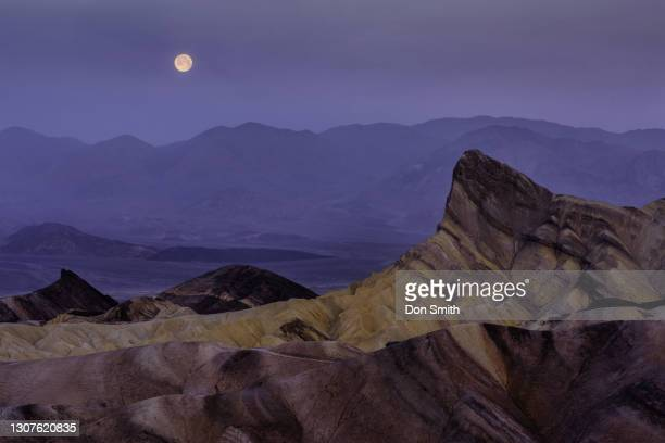 moonset at zabriskie point at dawn, death valley national park - don smith stock pictures, royalty-free photos & images