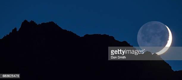 moonset behind eastern sierra crest - don smith stock-fotos und bilder