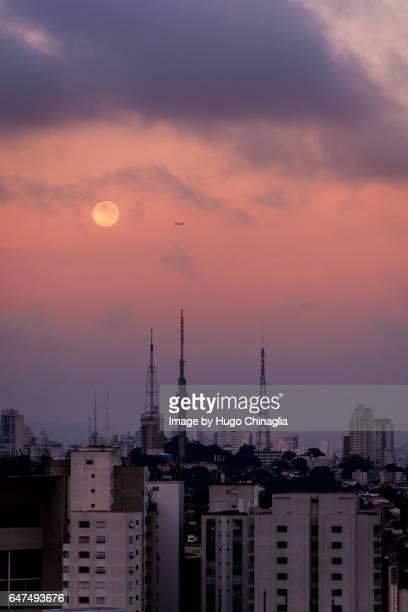 Moonset in São Paulo
