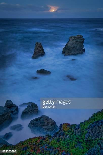 moonset over big sur sea stacks - don smith ストックフォトと画像