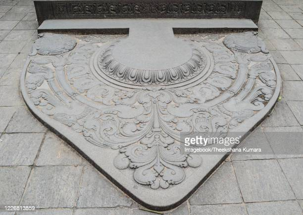 moonstone at temple of the tooth, kandy. - imagebook stock pictures, royalty-free photos & images
