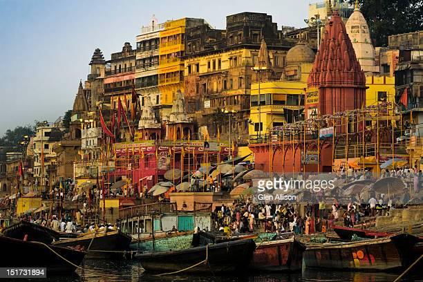 moored boats at the sacred prayag bathing ghat - prayagraj stock pictures, royalty-free photos & images