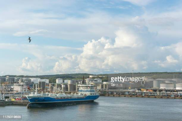 moored oil tanker scorpius unloading oil at an oil terminal in the port of gothenburg, sweden. - dalsland stock photos and pictures