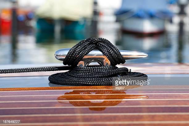 mooring boat - tuig mast stockfoto's en -beelden